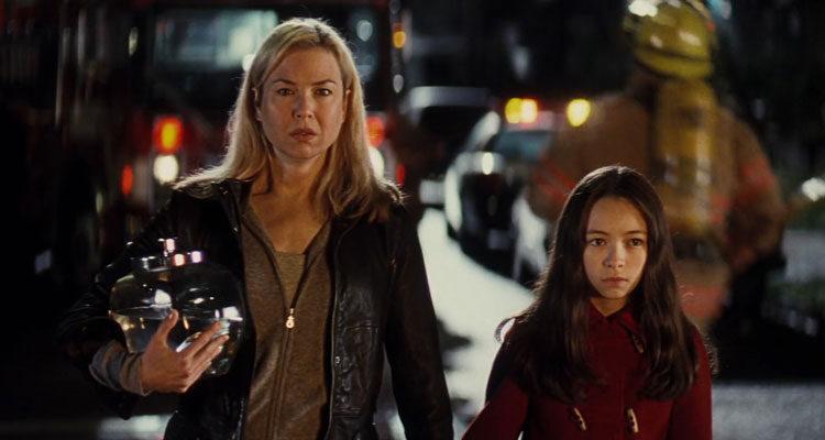 Case 39 2009 Movie Scene Renée Zellweger as Emily Jenkins and Jodelle Ferland as Lilith Sullivan holding hands
