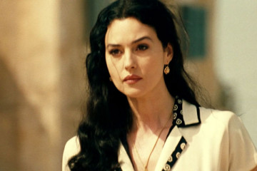 Malena 2000 Movie Monica Bellucci as Malèna Scordia looking beautiful scene