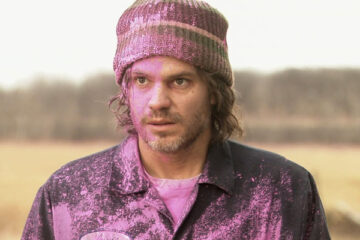 High Life 2009 Movie Timothy Olyphant as Dick covered in pink paint from the capsules in the money bag