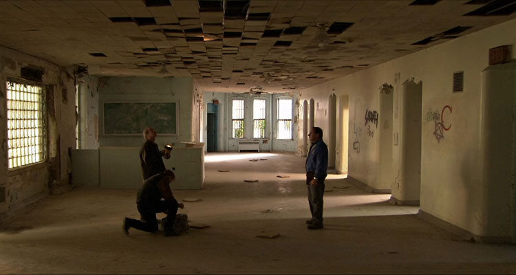 Session 9 2001 Movie Scene David Caruso as Phil and Peter Mullan as Gordon Fleming exploring the abandoned hospital