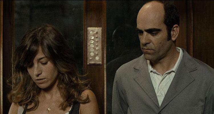 Mientras Duermes AKA Sleep Tight 2011 Movie Luis Tosar and Marta Etura in an elevator