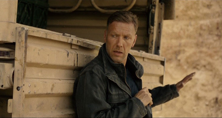 Hamilton I nationens intresse [2012] Movie Mikael Persbrandt holding a knife
