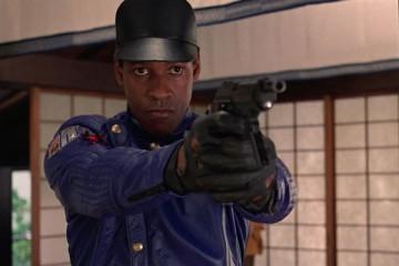 Virtuosity [1995] Movie Denzel Washington holding a gun inside the simulation during an arrest scene