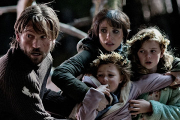 Mama [2013] Movie Jessica Chastain and Nikolaj Coster-Waldau protecting the children from the entity ending scene