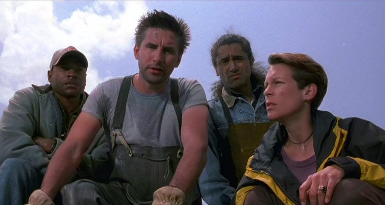 Virus 1999 Movie Jamie Lee Curtis, William Baldwin, Sherman Augustus and Cliff Curtis looking at the russian ship scene