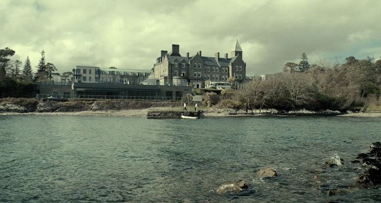 The-Lobster-2015-Movie-Review-Recommendation-Hotel