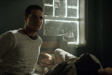 ARQ 2016 Movie Robbie Amell as Renton waking up