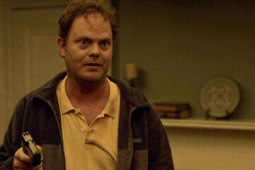 Shimmer Lake 2017 Movie Scene 15 Rainn Wilson as Andy Sikes holding a gun