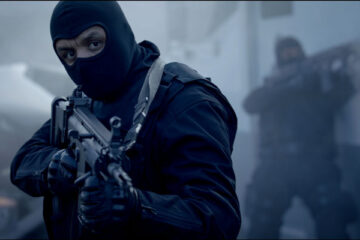 Braqueurs 2015 Movie Scene Youssef Hajdi as Nasser in full gear holding an automatic rifle