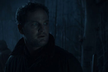Pet Sematary 2019 Movie Scene Jason Clarke as Louis going to bury the dead cat at the pet cemetery with Jud at night